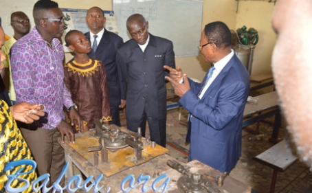 Le Recteur de l'Université de Dschang en compagnie du Préfet de la Menoua et du Sous-préfet de Nkong-Ni en visite à l'IUC à l'occasion de la cérémonie de remise des diplômes aux ingénieurs 3il