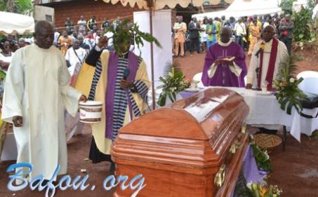 Papa TUENO Nicolas dignement accompagné à sa dernière demeure
